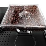 Dank der zwei getrennten Bohnenbehälter können direkt hintereinander unterschiedliche Sorten zubereitet werden.