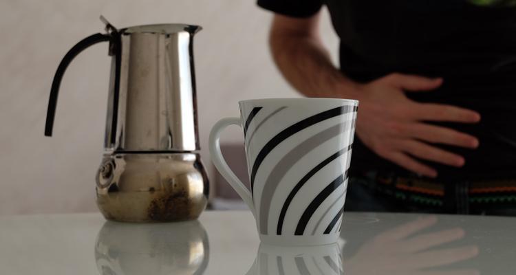Kaffeetasse, Kaffeekanne, Magenschmerzen