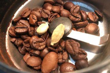 Kaffee Kardamom Mahlvorgang